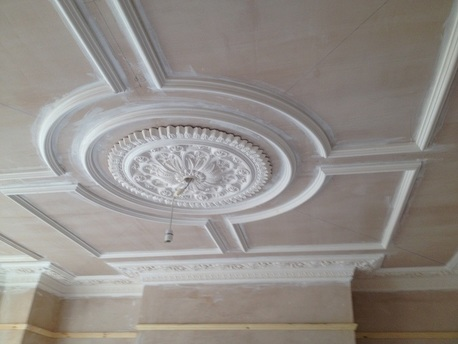 Victorian-coving-with-dado-rail-Victorian-ceiling-rose-decorative-plaster-situ